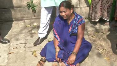 निर्भया केस: दोषी अक्षय की पत्नी का हाई वोल्टेज ड्रामा, पटियाला हाउस कोर्ट के बाहर हुई बेहोश