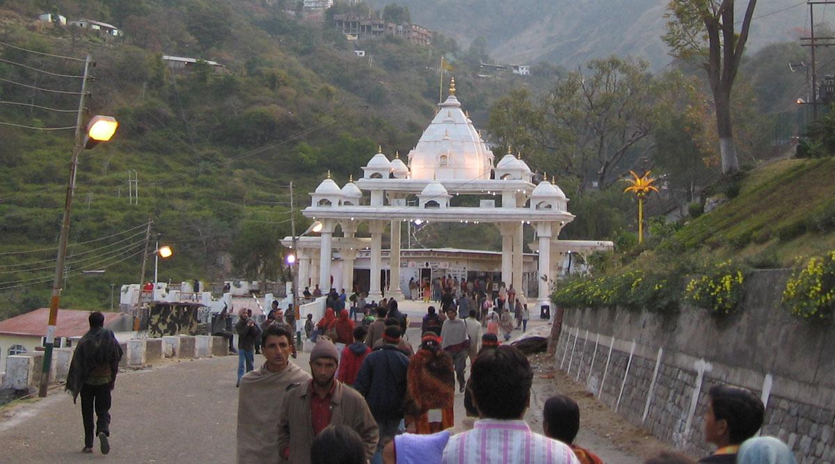 Coronavirus Lockdown: माता वैष्णो देवी तीर्थस्थल पर फंसे हैं 400 यात्री? मंदिर बोर्ड के CEO ने बताया वायरल खबर का सच