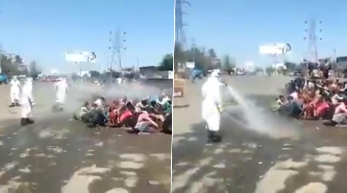 उत्तर प्रदेश: COVID-19 से बचाव के नाम पर अमानवीयता, बरेली में  घर लौट रहे मजदूरों को सड़क पर बैठाकर किया Disinfectant का छिड़काव, वीडियो वायरल