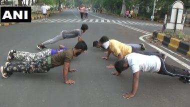 COVID-19 Impact: कोरोना वायरस के कारण महाराष्ट्र में बंद हुए जिम, एक्सरसाइज करने के लिए नागपुर की सड़कों पर उतरे लोग