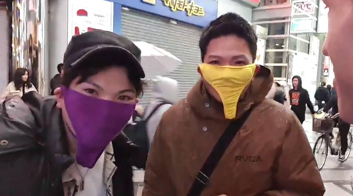 कोरोनावायरस से बचने के लिए दो जापानी पुरुषों ने महिलाओं के अंडरवियर को बनाया फेस मास्क, देखें वायरल वीडियो