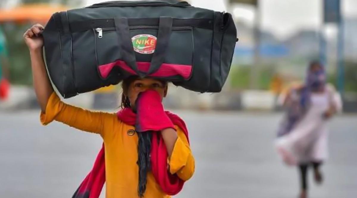 कोरोना की वजह से लॉकडाउन: पलायन कर रहे मजदूरों को राहत देने का प्लान बना रही है सरकार, खाने और रहने का कर सकती है इंतजाम