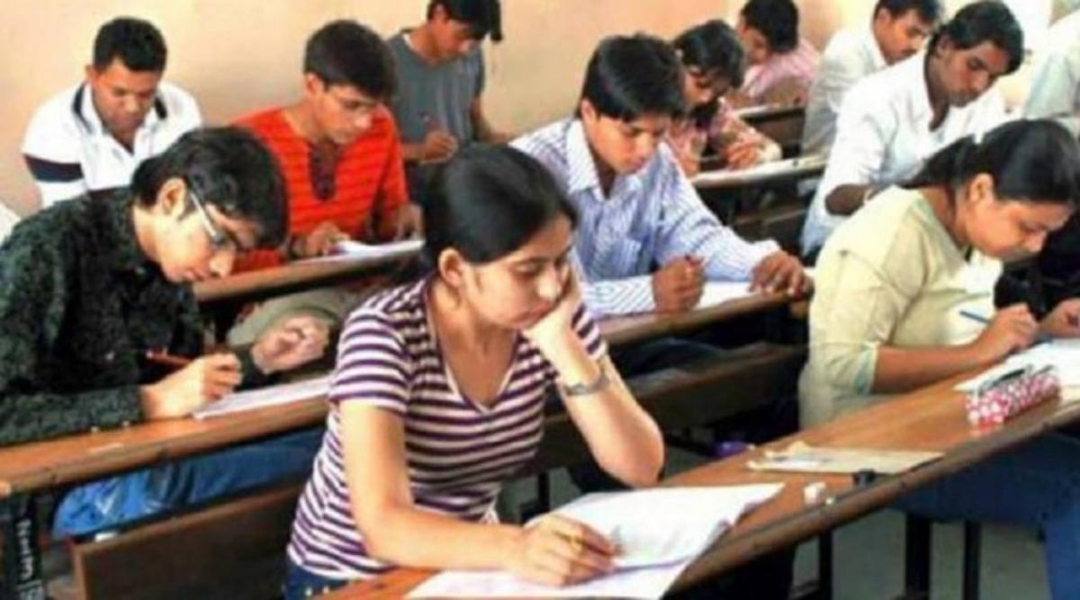 Karnataka SSLC Exam 2020: कोरोना संकट के बीच कल से शुरू होगी एसएसएलसी परीक्षा, सोशल डिस्टेंसिंग के पालन के साथ मास्क पहनना अनिवार्य
