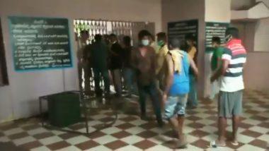 कर्नाटक में क्वारंटाइन सेंटर को शिफ्ट न करने पर भड़के लोग, जमकर की तोड़ फोड़, भारी पुलिस बल तैनात- देखें VIDEO