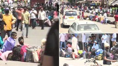 कोरोना का भय: मुंबई के धारावी में प्रवासियों की उमड़ी हुजूम, सुबह से कर रहे हैं बसों का इंतजार