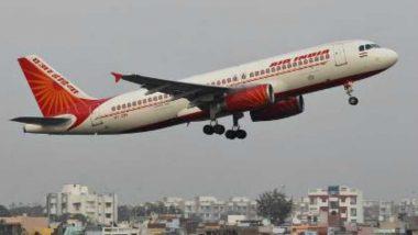 देश में 2 महीनों बाद घरेलू विमान सेवा फिर शुरू, सोशल डिस्टेंसिंग के साथ एयरपोर्ट पर यात्रियों की दिखी कतार