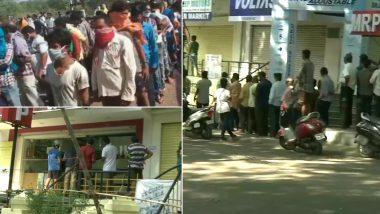 दिल्ली: शराब के ठेके के बाहर पुलिस ने की लाठीचार्ज
