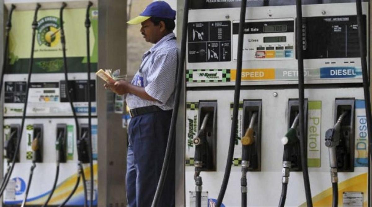 Petrol-Diesel Price Today: दिल्ली में पेट्रोल से भी महंगा हुआ डीजल, लगातार 18वें दिन दाम बढ़ने से 80 रुपये के करीब हुई कीमत