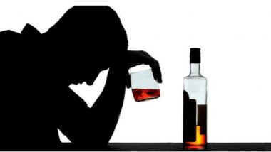 Uttar Pradesh: सड़क पर शराब पीने के मामले में नोएडा में 307 लोग गिरफ्तार
