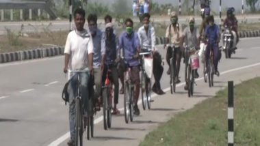 पलायन जारी: सोलापुर से साइकिल पर सवार होकर यूपी के लिए निकले प्रवासी मजदूर पहुंचे नागपुर, बोले- हम क्वारेंटीन के लिए तैयार, बस हर हाल में पहुंचना है घर