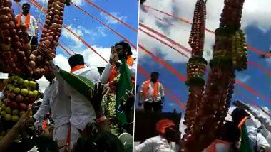 कर्नाटक: सोशल डिस्टेंसिंग की उड़ी धज्जियां, स्वास्थ्य मंत्री बी श्रीरामुलु भी कार्यक्रम आए नजर