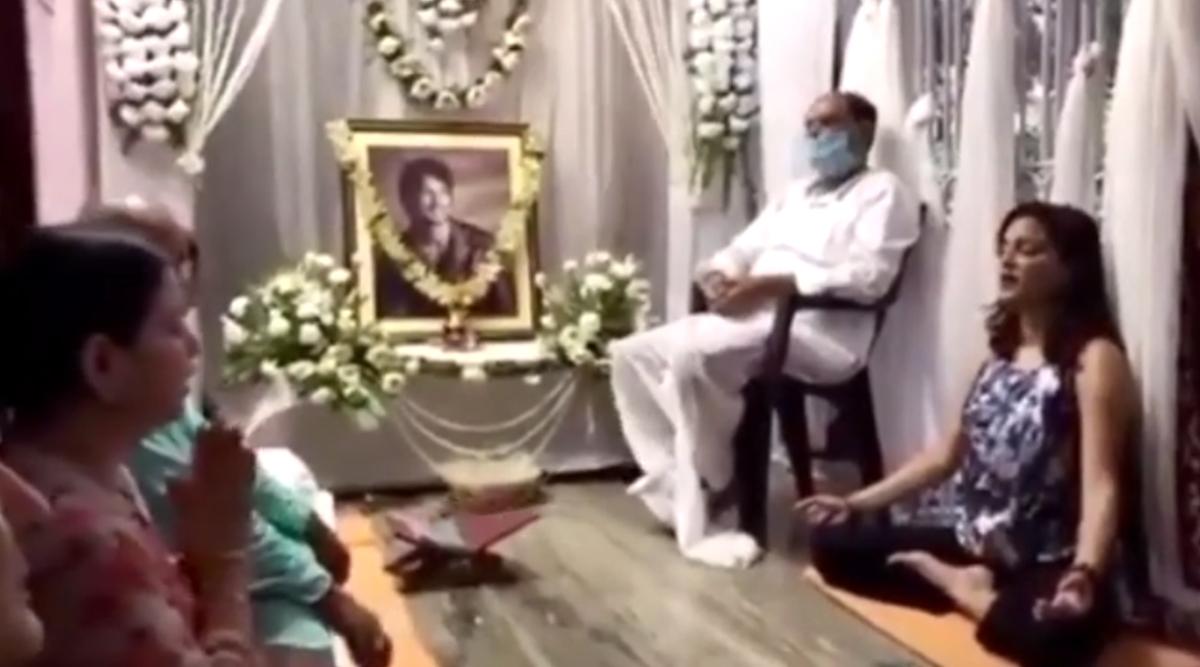 सुशांत सिंह राजपूत की प्रेयर मीट का भावुक कर देने वाला Video आया सामने, एक्टर की तस्वीर के आगे एकजुट दिखा परिवार