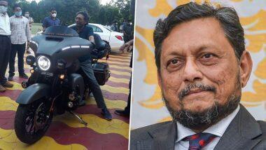 CJI Bobde Spotted Checking Out Harley Davidson: हार्ले डेविडसन बाइक के साथ नजर आए चीफ जस्टिस ऑफ इंडिया शरद अरविंद बोबडे, देखें तस्वीर
