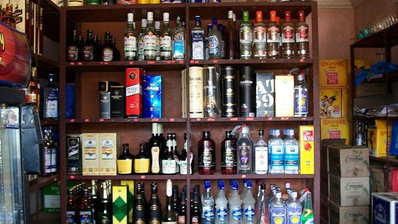 Kerala: 50 दिन बाद खुलीं शराब की दुकानें, लंबी कतारों में दिखे लोग