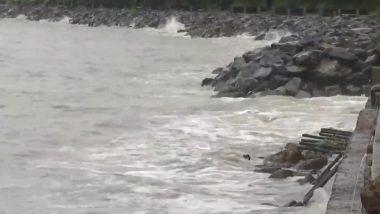 CycloneNisarga: मुंबई पहुंचने से पहले कमजोर पड़ा निसर्ग, धीमी हुई हवा की रफ्तार