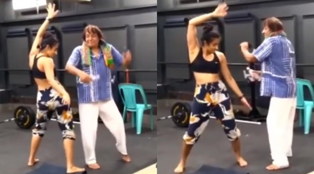 रंजीत ने अपने हिट सॉन्ग 'महबूबा' पर बेटी के साथ किया डांस, 80 वर्षीय एक्टर काVideo हुआ Viral