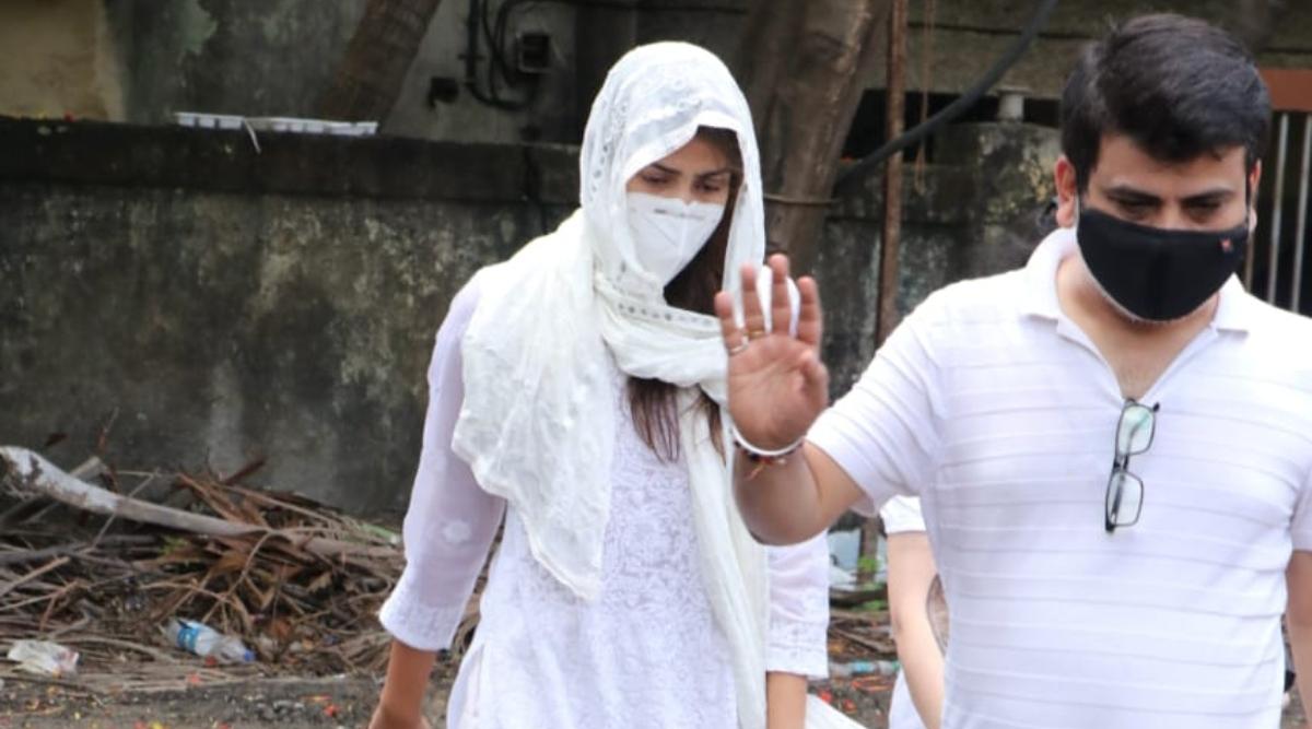 सुशांत सिंह राजपूत की करीबी दोस्त रिया चक्रवर्ती पहुंची कूपर हॉस्पिटल