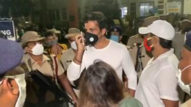 प्रवासी मजदूरों को रवाना करने बांद्रा टर्मिनस पहुंचे सोनू सूद को रेलवे पुलिस ने रोका, नहीं दी प्लेटफॉर्म पर जाने की इजाजत