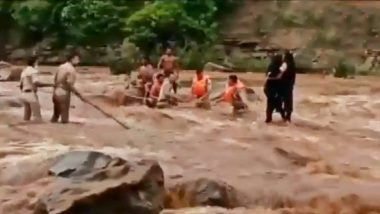 मध्य प्रदेश के छिंदवाड़ा में दो लड़कियों को सेल्फी का शौक पड़ा भारी, दोनों नदी में फंसी, देखें VIDEO