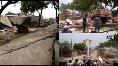 Kanpur Police Attack: पुलिस कर्मियों की शहादत का बदला लेने के लिए कानपुर प्रशासन ने विकास दुबे के घर पर चलाया बुलडोजर
