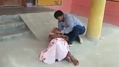 उत्तर प्रदेश: हरदोई के सीएचसी के बाहर महिला की मौत, इलाज के लिए बेटा लगाता रहा अस्पताल से गुहार -वीडियो वायरल