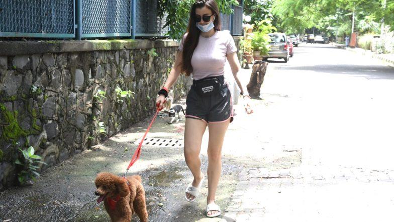 PHOTOS: अरबाज खान की गर्लफ्रेंड जॉर्जिया एंड्रियानी अपने पेट डॉग संगमुंबई में हुईं स्पॉट, हॉट अंदाज में आईं नजर