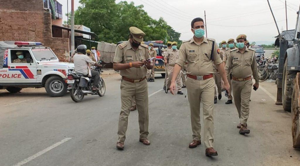 UP पुलिस अफसर की कोरोना में काम आई उनकी मेडिकल डिग्री, कोविड संक्रमित पुलिसकर्मियों का इलाज किया