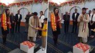 Jacinda Ardern Visited Radha Krishna Temple: न्यूजीलैंड की प्रधानमंत्री जैसिंडा अर्डर्न ने राधा-कृष्ण मंदिर में टेका मत्था, भारतीय शाकाहारी भोजन का उठाया लुत्फ (Watch Video)