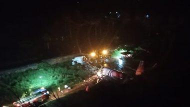 Air India Express Aircraft From Dubai Overshoots Runway at Calicut Airport in Kozhikode, Crashes Into Valley: केरल के कोझिकोड में रनवे पर फिसला एयर इंडिया का विमान, 170 यात्री थे सवार, पायलट समेत 3 की मौत, रिपोर्ट