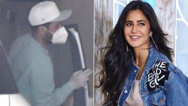 Vicky Kaushal Gets Papped At Katrina Kaif's Residence: रुमर्ड गर्लफ्रेंड कैटरीना कैफ से मिलने पहुंचे उनके घर पहुंचे विक्की कौशल