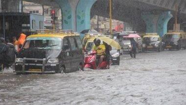 Mumbai Rains: भारी बारिश के चलते पानी-पानी हुई मुंबई, कई जगहों पर जलभराव के कारण बढ़ी लोगों की दिक्कतें (Watch Pics & Videos)