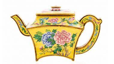 Antique Teapot: लॉकडाउन में घर की सफाई करते समय शख्स को मिला अनोखा टी-पॉट, कीमत जानकर दंग रह जाएंगे आप (View Pic)