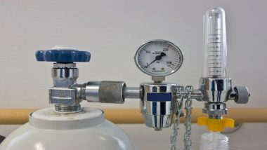 उत्तर प्रदेश: मरीज के परिजन ने अस्पताल से जबरन छीना ऑक्सीजन सिलेंडर, जांच जारी