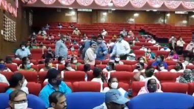 Andhra Pradesh: COVID-19 इलाज की न्यूनतम सुविधाएं न मिलने के कम्प्लेंट पर गुंटूर कलेक्टर ने खोया आपा, डॉक्टर की गिरफ्तारी का दिया आदेश