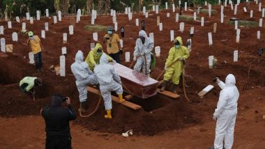Indonesia: मास्क पहनने से मना करने वाले आठ लोगों को दी गई कब्र खोदने की सजा