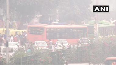Delhi Air Quality: राजधानी दिल्ली में हवा खतरे के निशान के पार पहुंची, आनंद विहार सहित कई इलाकों में दिखा असर