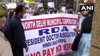 दिल्ली: हिंदू राव अस्पताल के रेजिडेंट डॉक्टरों ने पिछले कुछ महीनों से सैलरी नहीं मिलनें पर किया विरोध प्रदर्शन