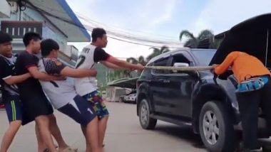 Thailand: इंजन में टीचर को मिला 13 फीट लंबा अजगर, लोगों ने बड़ी मुश्किल से सांप को निकाला बाहर, देखें वायरल वीडियो