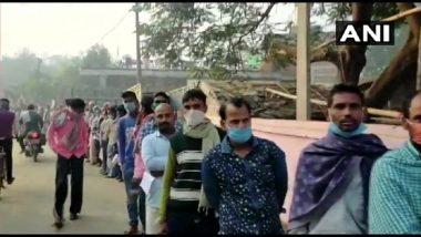 West Bengal Assembly Elections: मतदान जारी रहने के बीच मध्य कोलकाता में देसी बम फेंके गये