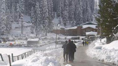 Jammu & Kashmir: कश्मीर में सेना के जवानों ने बर्फ में फंसी गर्भवती महिला को बचाया