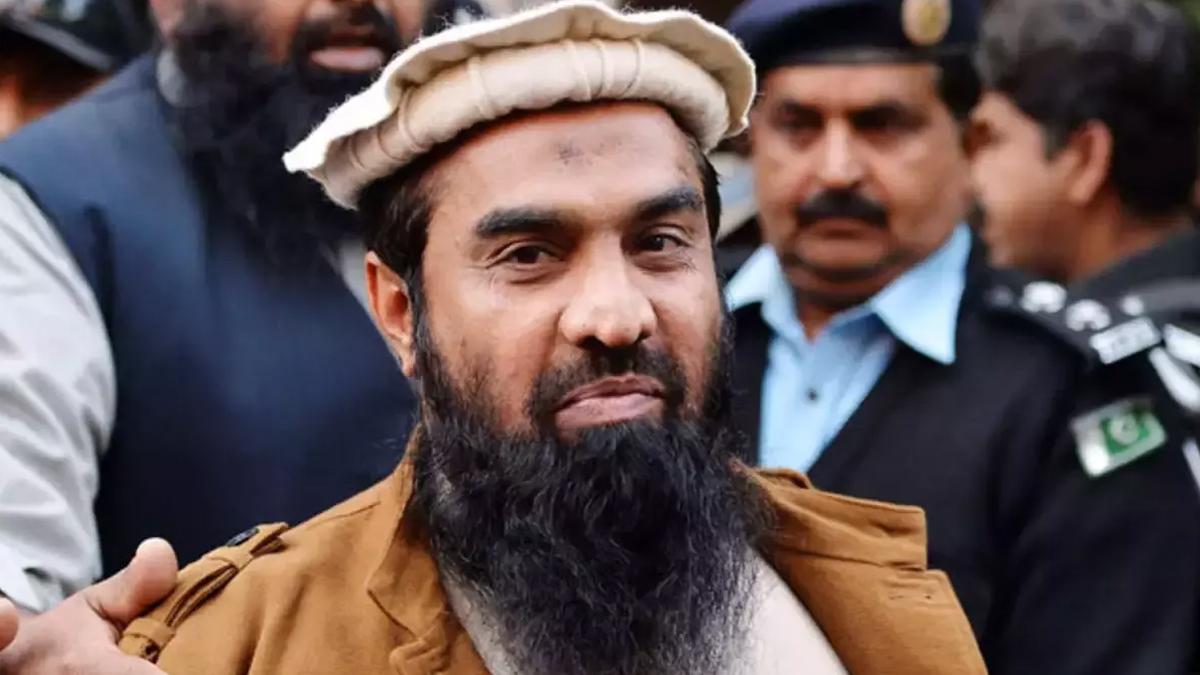 Khaskhabar/अमेरिका (US) ने मुंबई हमले के मास्टरमाइंड (Mumbai attack mastermind) एवं आतंकवादी संगठन लश्कर-ए-तैयबा के आतंकवादी गतिविधियों के कमांडर जकी-उर-रहमान लखवी (Zaki-ur-Rehman Lakhvi) की गिरफ्तारी का स्वागत करते हुए कहा कि आतंकवाद के समर्थन एवं वित्तपोषण के लिए उसकी