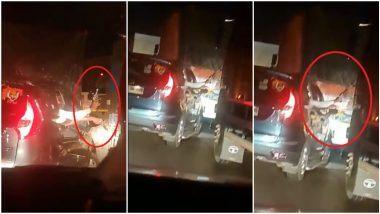 Mumbai- Pune Expressway Viral Video: मुंबई-पुणे एक्सप्रेसवे पर बंदूक दिखा कर ओवरटेक करने वाला वीडियो वायरल, मामला दर्ज