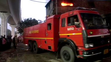 Delhi Fire: दिल्ली के प्रताप नगर में कॉस्मेटिक फैक्टरी में लगी भीषण आग, 1 की मौत, कई जख्मी