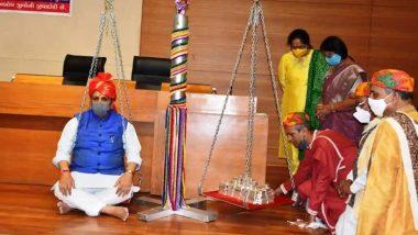 Gujarat: 85 किलो चांदी से तौले गए गुजरात के सीएम विजय रूपाणी, गौशालाओं में पशुओं के कल्याण के लिए किया दान