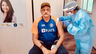 टीम इंडिया के कोच Ravi Shastri ने भी लगवाई कोरोना वैक्सीन, शेयर की फोटो