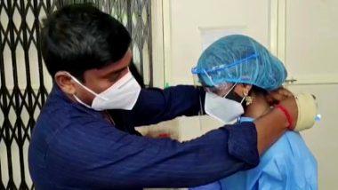 Kerala में कोराना संकट के बीच हुई अनोखी शादी, दुल्हन ने सरकारी अस्पताल में कोविड पॉजिटिव मरीज से PPE Kit पहनकर किया विवाह, देखें तस्वीरें