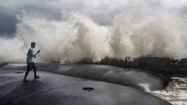 Cyclone Tauktae: भीषण रूप लेता जा रहा है चक्रवात 'तौकते', मुंबई एयरपोर्ट 3 घंटे के लिए बंद, बांद्रा-वर्ली लिंक पर आवाजाही प्रतिबंधित