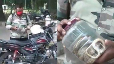 पुलिस द्वारा रोके जाने पर बाइक सवार ने दिया 'आवश्यक सेवा' का हवाला, सबूत मांगने पर दिखाया किंग कोबरा सांप (Watch Viral Video)