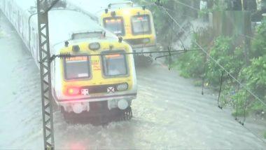 Monsoon Update: मुंबई में समय से पहले मानसून की दस्तक, भारी बारिश से कई इलाकों में जलभराव, लोकल ट्रेन हुई ठप