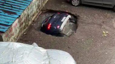 Mumbai: घाटकोपर में देखते ही देखते पल भर में सिंकहोल में समा गई पूरी कार, देखें वीडियो